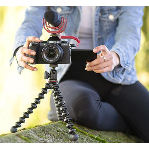 X-S10 Mirrorless Camera in Black with XC15-45mm Lens and Vlogger Kit Product Image (Secondary Image 7)
