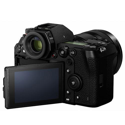 Lumix DC-S1R Mirrorless Camera with 24-105mm Lens DC-S1RME-K Product Image (Secondary Image 2)
