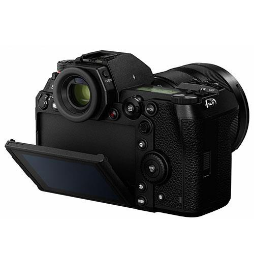 Lumix DC-S1R Mirrorless Camera with 24-105mm Lens DC-S1RME-K Product Image (Secondary Image 3)