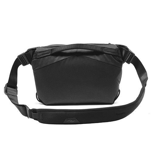 Everyday Sling Bag 6L V2 in Black Product Image (Secondary Image 2)