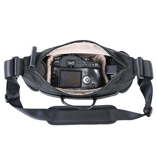 Veo Go 21M Shoulder Bag in Black Product Image (Secondary Image 4)