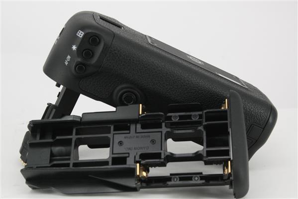 BG-E11 Battery Grip for the EOS 5D Series - Secondary Sku Image
