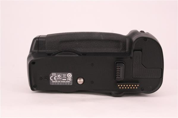 MB-D10 Multi-Power Grip for D300 and D700 - Primary Sku Image