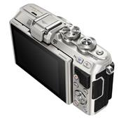 A picture of Olympus PEN E-PL7 Compact System Camera in Silver + 14-42mm EZ Lens