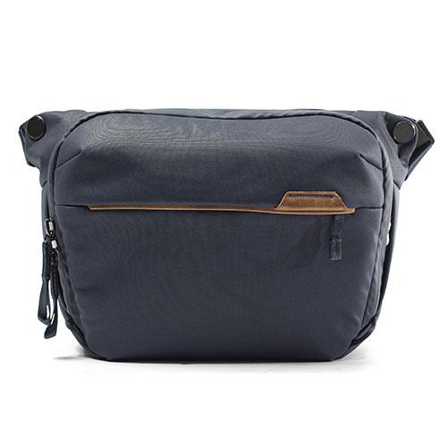 Peak Design Everyday Sling Bag 6L V2 in Midnight